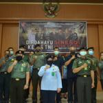 KEGIATAN UPACARA PERINGATAN HUT KE-75 TNI SECARA VIRTUAL DI PENGADILAN MILITER I-04 PALEMBANG